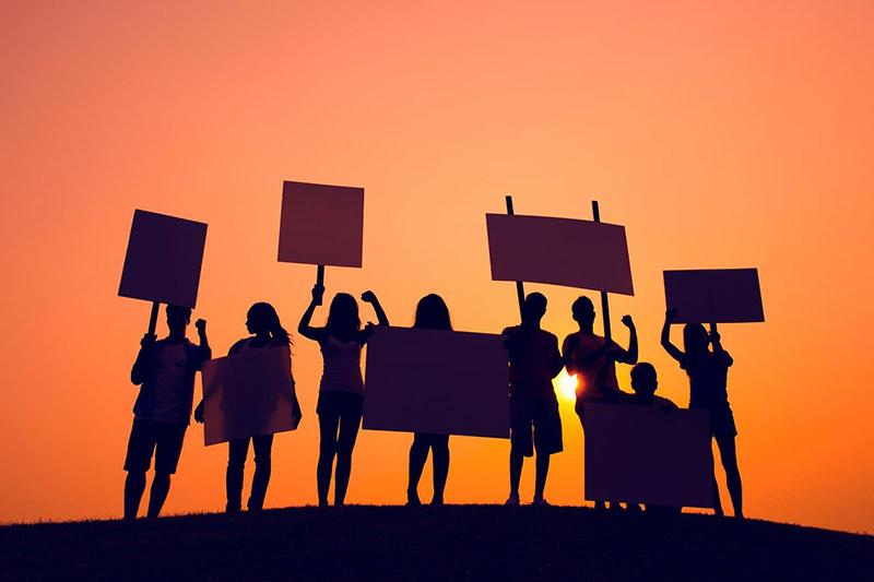 Flødeskumsfronten – et demokrati under afvikling